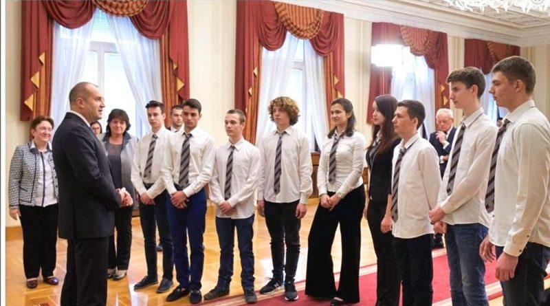 Румен Радев, се срещна с екип ученици от Математическа гимназия гр. Варна