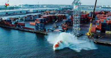 Първата електрическа свободно падаща спасителна лодка