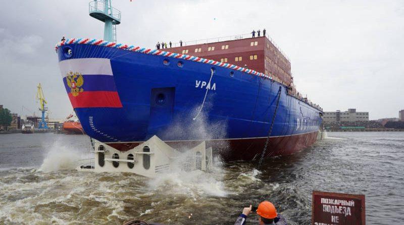 Пускане на вода на атомния ледоразбивач Урал