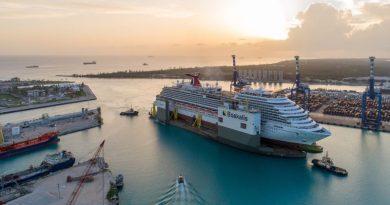 BOKA Vanguard натоварен с круизния кораб Carnival Vista