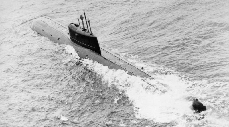 Съветска атомна подводница клас Mike на ход