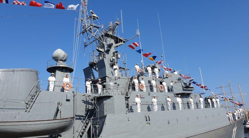 """Фрегата """"Смели"""" по време на честването на 140-та годишнина от създаването на Военноморските сили"""