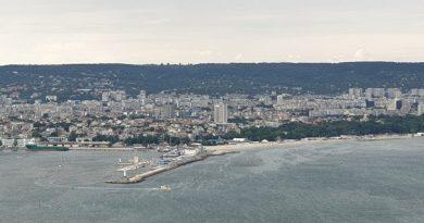 Варна поглед към града, пристанището и вълнолома
