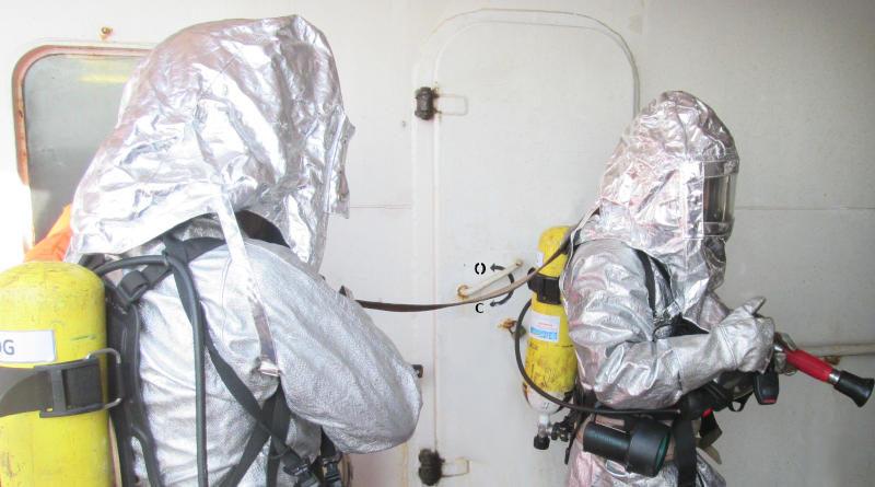 Защитно облекло на пожарникаря. Учебна пожарна тревога на кораб