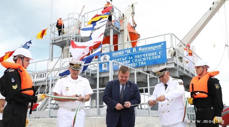 Център на ВВМУ за обучение с корабни спасителни средства