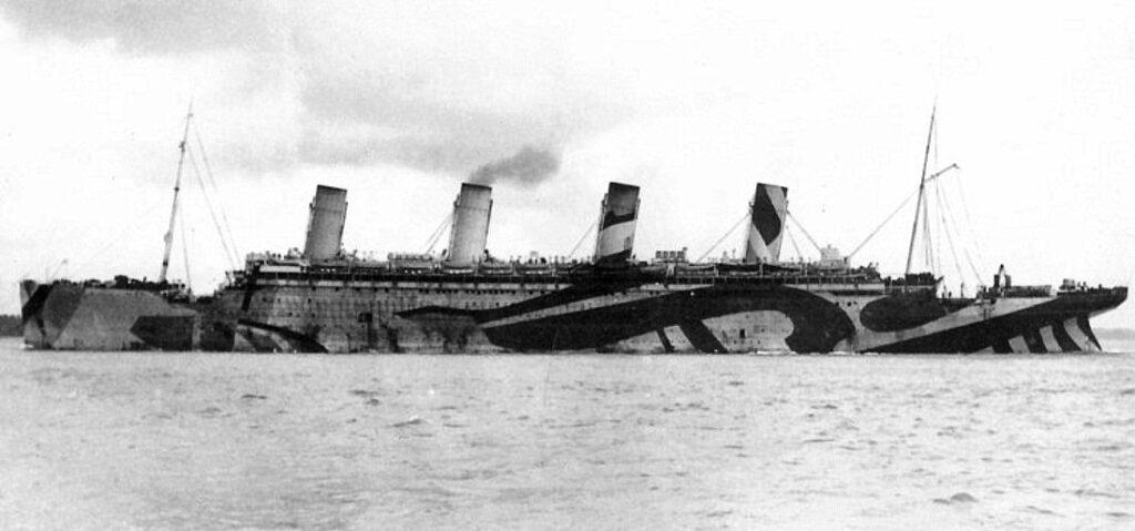 RMS Olympic в заслепяващ камуфлаж